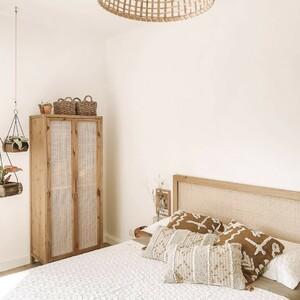 ¡Ya llega el fin de semana y os queremos enseñar un dormitorio de lo más eco-friendly! 🌾🌱  El armario y el cabecero son de la aclamada Colección Ellen. Sencillos, naturales, y con la técnica del cannage hacen la pareja perfecta con los nuevos textiles de temporada: los cojines Denver y Surat.   ¿A quién no le apetece echarse una siesta ahí?😴  #DecowoodHome #Dormitorio #Ecofriendly #Textil #Cannage #Cabeceros #SomosFabricantes