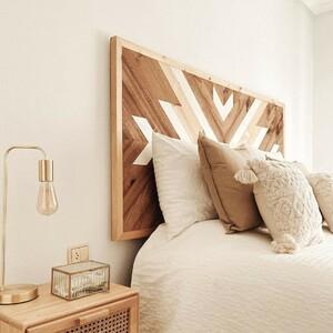 ¡Feliz viernes! Empieza el fin de semana y por fin unos días de descanso (los que podáis). Además, ¡nosotros tenemos envíos gratis!😍  Ya sabéis una buena oportunidad para darle un giro a vuestro dormitorio. Este en concreto nos parece precioso con el cabecero Mosaik y la mesita Cannage. Combinan a la perfección... ¿o no?🤍✨  ¿Qué planes tenéis para el finde?   #DecowoodHome #DecoIdeas #Dormitorio #Cabeceros #Maderanatural #Sostenible
